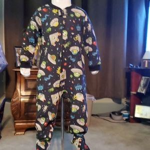 👽Boys size 3T Footed Pjs👽